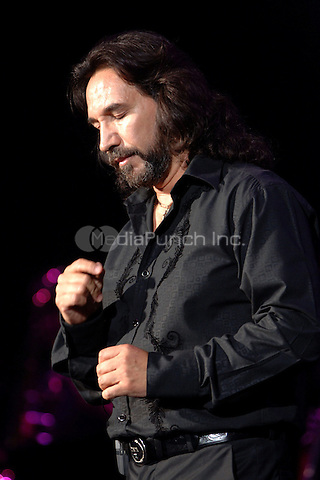 WEST PALM FL, JULY 29TH 2006<br /> Juntos En Concierto, Marco Antonio Solis performing live at the Sound Advice Ampitheater in West Palm FL,  July 29, 2006<br /> <br /> <br />  Credit: mpi04 /MediaPunch