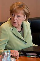 Berlin, Mittwoch (29.05.13), Bundeskanzlerin Angela Merkel (CDU) vor Beginn der Sitzung des Bundeskabinetts im Bundeskanzleramt in Berlin..Foto: Michael Gottschalk/CommonLens