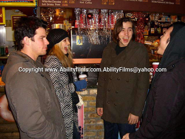 Fearne Cotton and Jesse Jenkins in London eating and shopping on 12-28-07