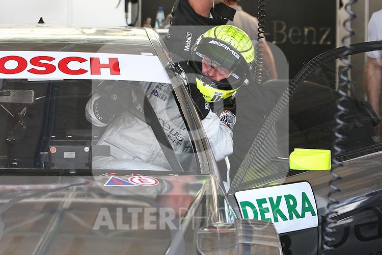 02.07.2010, Norisring, Nuernberg, GER, 4. DTM Lauf Norisring 2010, im Bild.Ralf Schumacher (Laureus AMG Mercedes) steigt in sein Auto.Foto: nph /  News