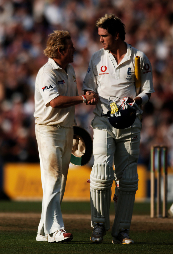 Photo: Glyn Thomas..England v Australia. nPower Test Series. The Ashes 2005..12/09/2005..England's Kevin Pietersen (R) is congratulated by Shane Warne after making his maiden Test century which allowed England to claim a draw and the Ashes.