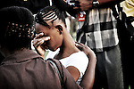 """Conversions """"à la chaîne"""" lors des """"Croisade évangélique"""". Des dizaines de milliers d'Haitiens se ruent aux """"croisades évangéliques"""", organisées par des pasteurs américains en Haiti. Sorte de grand show elles peuvent se dérouler comme ici dans le grand stade de Port aux Princes où le pasteur arrive en hélicoptère. Depuis le séisme, le mouvement évangéliste a pris un essort sans précédant dans l'île."""