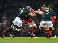 Pictured: Dan Lydiate of Wales (2nd L) is brought down by Teboho Mohoje (L) of South Africa Saturday 29 November 2014<br />