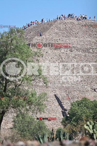 """Teotihuacan Archaeological Site (Nahuatl, Teotihuacan, """"Place where the gods were made, City of the Gods""""). One of the largest cities in Mesoamerica during the pre-Hispanic times. The name is of Nahuatl origin and was employed for the Mexica. The remains of the city are northeast of the Valley of Mexico, in the city of Teotihuacan (Mexico State), about 45 kilometers away from downtown Mexico City. The area of archaeological monuments was declared a World Heritage Site by UNESCO in 1987..................................................................................Zona Arqueologica deTeotihuacan (náhuatl: Teōtihuácān, «Lugar donde fueron hechos los dioses; ciudad de los dioses»). Una de las mayores ciudades de Mesoamérica durante la época prehispánica. El topónimo es de origen náhuatl y fue empleado por los mexicas. Los restos de la ciudad se encuentran al noreste del valle de México, en el municipio de Teotihuacan (estado de México), aproximadamente a 45 kilómetros de distancia del centro de la Ciudad de México. La zona de monumentos arqueológicos fue declarada Patrimonio de la Humanidad por Unesco en 1987..***photo:staff/NortePhoto**.*No*sale*to*third*"""