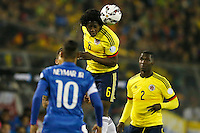 SANTIAGO DE CHILE- CHILE - 17-04-2015: Carlos Sanchez (Cent.) jugador de Colombia, disputa el balón con Neymar (Izq.) jugador de Brasil durante partido Colombia y Brasil, por la fase de grupos, Grupo C, de la Copa America Chile 2015, en el estadio Monumental en la Ciudad de Santiago de Chile. / Carlos Sanchez (C) player of Colombia, vies for the ball with Neymar (L) player of Brasil, during a match between Colombia and Brasil for the group phase, Group C, of the Copa America Chile 2015, in the Monumental stadium in Santiago de Chile city. Photos: VizzorImage /  Photosport / Andres Piña / Cont.