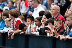 Nederland, Rotterdam, 27 juni 2012.Seizoen 2012-2013.Eerste training Feyenoord.Supporters van Feyenoord kijken hoe de eerste training verloopt