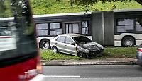 SAO PAULO, SP - 20.06.2017 - ACIDENTE-SP - Autom&oacute;vel pega fogo na ponte Jo&atilde;o Dias, sentido centro na manh&atilde; desta ter&ccedil;a-feira (20), na zona sul de S&atilde;o Paulo. N&atilde;o h&aacute; informa&ccedil;&otilde;es sobre o motivo do incidente e n&atilde;o houve v&iacute;timas.<br /> <br /> (Foto: Fabricio Bomjardim / Brazil Photo Press)