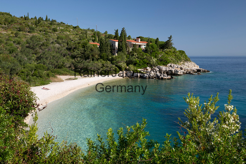 Greece, Ionian Islands, Paxos: Khaki Lagkada beach on east coast | Griechenland, Ionische Inseln, Paxos: Khaki Lagkada beach an der Ostkueste
