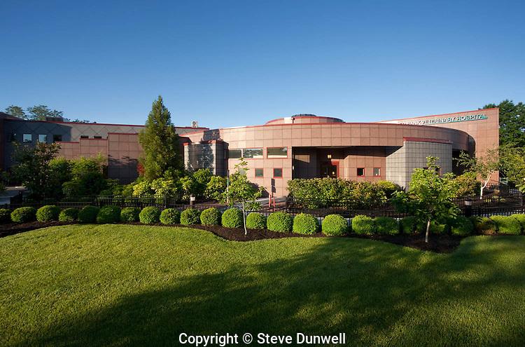Red Bank Veterinary Hospital, Tinton Falls, NJ (Warren Freedenfeld = architect)