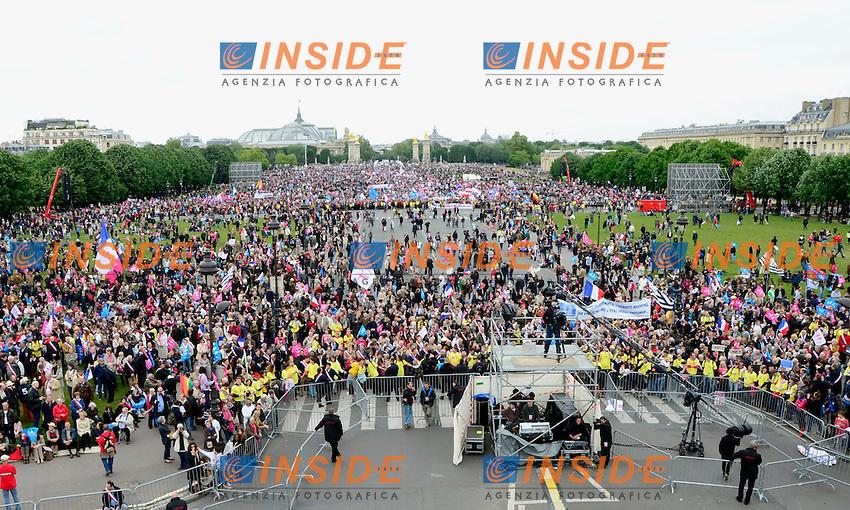 Manifestation contre le mariage pour tous a Invalides .Parigi 26/5/2013 .Manifestazione contro le Unioni Omosessuali e tra persone dello stesso sesso .Foto Panoramic / Insidefoto .ITALY ONLY