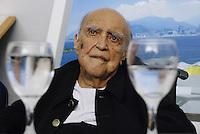 ATENÇÃO EDITOR  FOTO EMBARGADA PARA VEÍCULO INTERNACIONAIS Foto de arquivo de 12/02/2012 mostra o arquiteto Oscar Niemeyer   em lançamento do Livro Nossos Caminhos, no Caminho Niemeyer em Niterói 2009..FOTO RONALDO BRANDAO / BRAZIL PHOTO PRESS