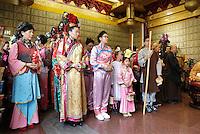 Nederland Amsterdam. 2016. Boeddhadag in Amsterdam. Viering van de geboorte van Boeddha. Voor aanvang verzamelt men zich in de Chinese F.G.S He Hua Temple op de Zeedijk. Foto Berlinda van Dam / Hollandse Hoogte