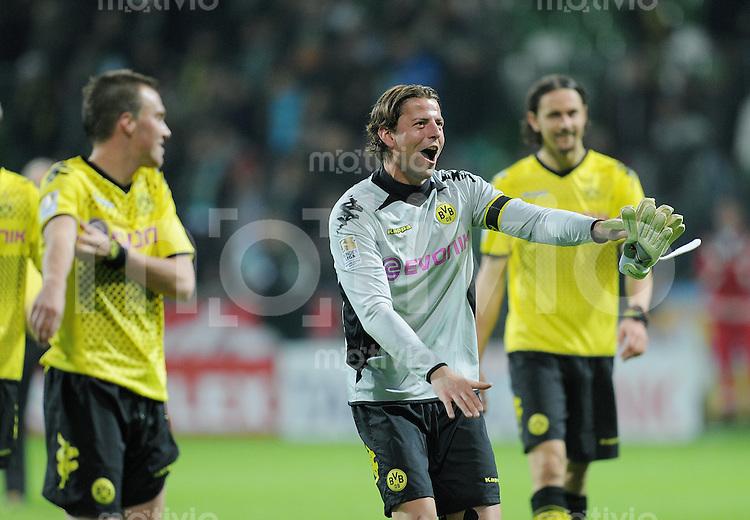 FUSSBALL   1. BUNDESLIGA   SAISON 2011/2012    9. SPIELTAG  14.10.2011 SV Werder Bremen - Borussia Dortmund                  SCHLUSSJUBEL Dortmund:  Torwart Roman Weidenfeller (Mitte)