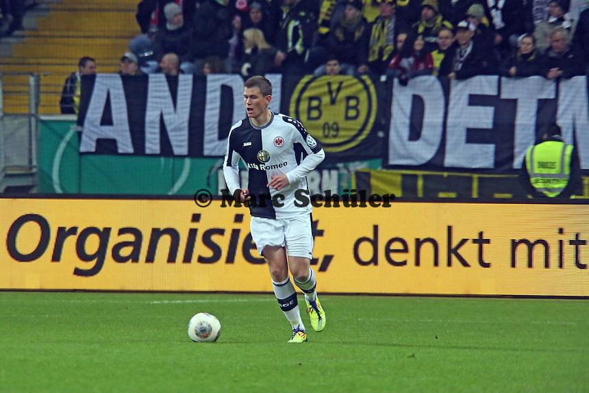 Alexander Madlung (Eintracht) organisiert und denkt mit in der Frankfurter Defensive - Eintracht Frankfurt vs. Borussia Dortmund, DFB-Pokal Viertelfinale