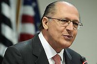 SAO PAULO, SP, 13 de MAIO 2013 - DECRETO LEI - O governador Geraldo Alckmin durante a assinatura do decreto que regulamenta a lei que pune empresas que utilizarem trabalho análago à escravidão, nesta segunda-feira, 13, no Tribunal Regional Federal, na Av. Paulista. (FOTO: ADRIANO LIMA / BRAZIL PHOTO PRESS).