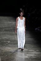 SAO PAULO, 13 DE JUNHO DE 2012. SAO PAULO FASHION WEEK VERAO 2013.  A marca UMA apresenta a coleção verão 2013 durante a  33 edição da São Paulo Fashion Week na Bienal. FOTO: ADRIANA SPACA - BRAZIL PHOTO PRESS