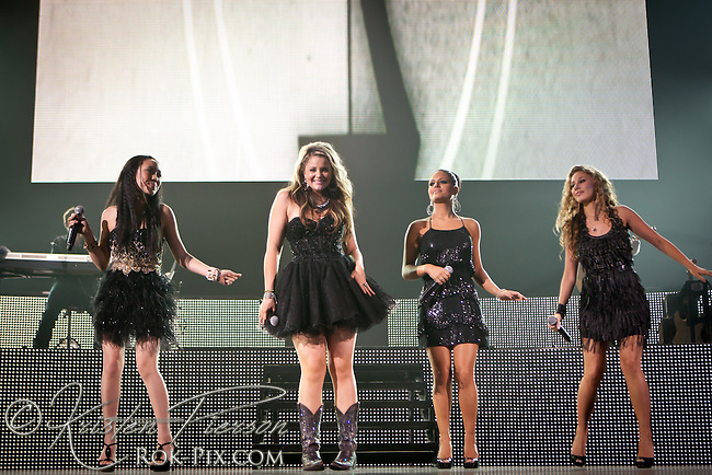 American Idol contestants perform at the Dunkin Donuts Center in Providence, Rhode Island on August 27, 2011