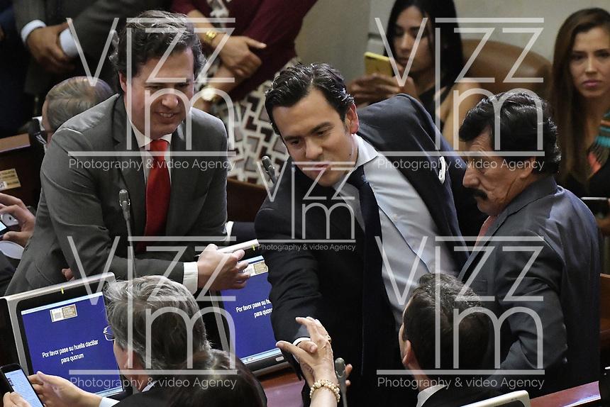 BOGOTÁ -COLOMBIA. 20-07-2017: Juan Manuel Galan (Izq), Rodrigo Lara Restrepo (C), nuevo presidente de la Cámara de Representantes, y Bernabe Celis (Der), senadores, durante la ceremonia de instalación de la legislatura 2017 2018 del Congreso de la República de Colombia realizado hoy, 20 de julio de 2017, en el salón Elíptico del Capitolio Nacional de Colombia en la ciudad de Bogotá. / Juan Manuel Galan (L), Rodrigo Lara Restrepo (C), new presidento oif the House of Representatives, and Bernabe Celis (R), senators, during the ceremony of installation of the Legistature 2017 2018 of the Congress of the Republic of Colombia made today, July 20 2017, at Ellipptical room of the National Capitol of Colombia in Bogota city . Photo: VizzorImage/ Gabriel Aponte / Staff