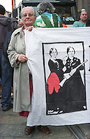 "Milano, Mayday Parade, manifestazione del 1. maggio di gruppi e organizzazioni di sinistra contro il lavoro precario. Striscione delle ""Mamme Antifasciste del Leoncavallo"" --- Milan, Mayday Parade, 1st of May manifestation of leftist groups and organizations against temporary work. Banner of ""Antifascist Mothers of Leoncavallo social centre"""
