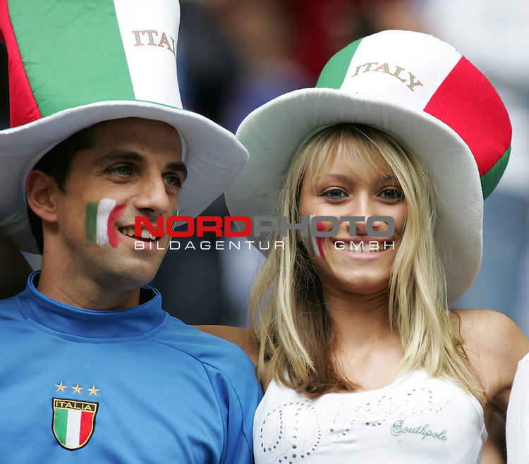 FIFA WM 2006 - Gruppe E ( Group E )<br /> Play #41 (22-Jun) - Czech Republic vs Italy.<br /> Female supporters from Italy celebrate prior to the match of the World Cup in Hamburg.<br /> Foto &copy; nordphoto