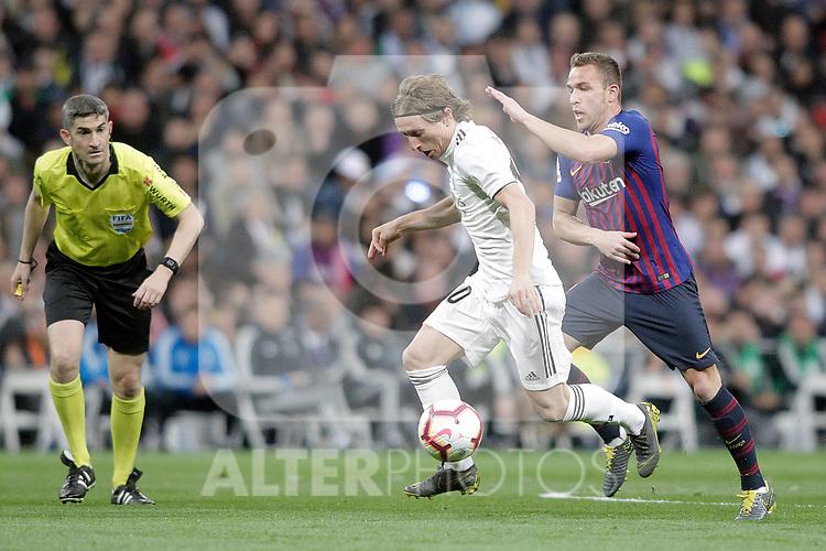 Real Madrid CF's Luka Modric and FC Barcelona's Ivan Rakitic during La Liga match. March 02,2019. (ALTERPHOTOS/Alconada)