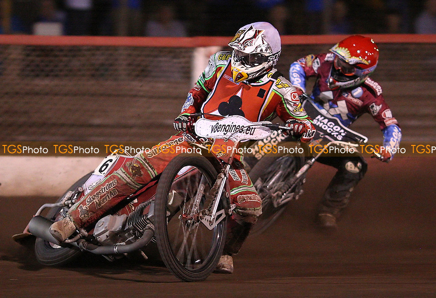 Ricky Kling (white) and Lee Richardson (red) - Lakeside Hammers vs Belle Vue Aces, KO Cup Semi-final 1st leg at the Arena Essex Raceway, Purfleet - 30/09/11 - MANDATORY CREDIT: Rob Newell/TGSPHOTO - Self billing applies where appropriate - 0845 094 6026 - contact@tgsphoto.co.uk - NO UNPAID USE.