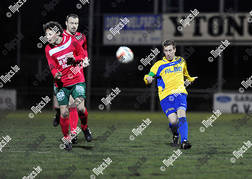2013-03-09 / Voetbal / seizoen 2012-2013 / Antonia - De Kempen / Gwen Van de Poel (De Kempen) zet voor..Foto: Mpics.be