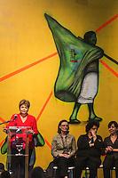 SAO PAULO, SP, 19.12.2013 - EXPO-CATADORES / DILMA ROUSSEFF - A presidente da Republica Dilma Rousseff durante encontro com Catadores de Materiais Recicláveis e com População em Situação de Rua no Anhembi - Centro de Exposições Pavilhão Oeste na regiao norte de Sao Paulo , nesta quinta-feira, 19. (Foto: Vanessa Carvalho / Brazil Photo Press).