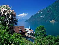 Schweiz, Kanton Uri, Treib: Schiffsanlegestelle Treib und Wirtshaus zur Treib | Switzerland, Canton Uri, Treib: shipping pier and Inn zur Treib