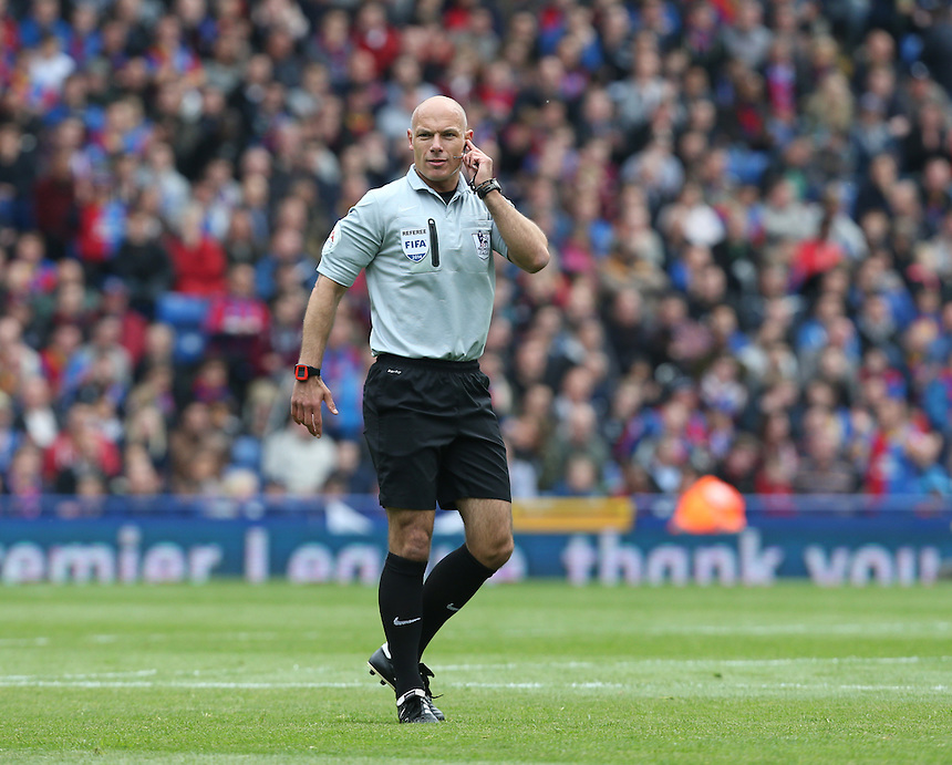 Referee Howard Webb<br /> <br /> Photo by Kieran Galvin/CameraSport<br /> <br /> Football - Barclays Premiership - Crystal Palace v Manchester City - Sunday 27th April 2014 - Selhurst Park - London<br /> <br /> &copy; CameraSport - 43 Linden Ave. Countesthorpe. Leicester. England. LE8 5PG - Tel: +44 (0) 116 277 4147 - admin@camerasport.com - www.camerasport.com