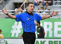 HEMPSTEAD - USA. 13-07-2016: Mathieu Bourdeau, arbitro, durante el encuentro entre New York Cosmos y Jacksonville Armada FC por la temporada de otoño 2016 de la North American Soccer League (NASL) jugado en el estadio James M. Shuart Stadium de la ciudad de Hempstead, NY./ Mathieu Bourdeau, referee, during match between New York Cosmos and Jacksonville Armada FC for the fall season 2016 of the  North American Soccer League (NASL) played at James M. Shuart Stadium in Hempstead, NY. Photo: VizzorImage/ Gabriel Aponte / Staff