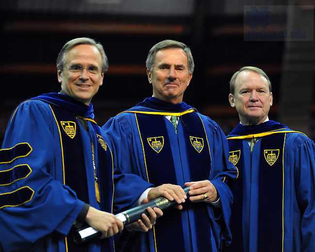 Fritz Duda receives an honorary degree at the 2009 Commencement...Photo by Matt Cashore/University of Notre Dame