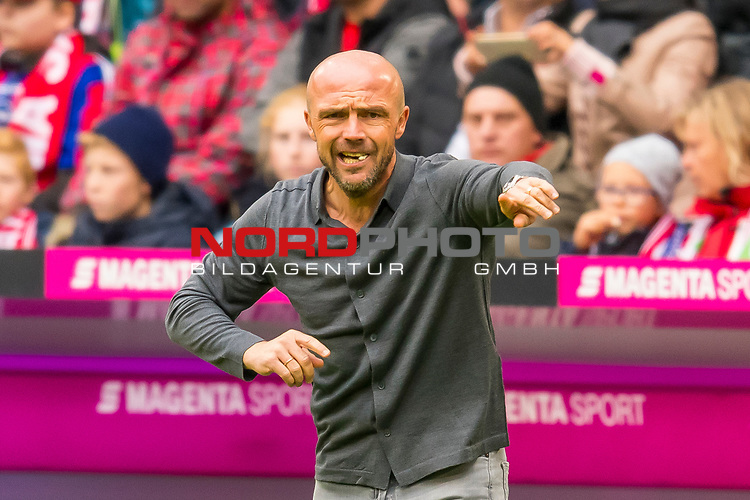05.10.2019, Allianz Arena, Muenchen, GER, 1.FBL,  FC Bayern Muenchen vs. TSG 1899 Hoffenheim, DFL regulations prohibit any use of photographs as image sequences and/or quasi-video, im Bild Alfred Schreuder (Trainer Hoffenheim)<br /> <br />  Foto © nordphoto / Straubmeier
