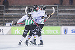 Uppsala 2014-01-12 Bandy  IK Sirius - GAIS Bandy :  <br />  GAIS Eric Claesson jublar med lagkamrater  i sn&ouml;v&auml;dret efter sitt 3-2 m&aring;l p&aring; h&ouml;rna<br /> (Foto: Kenta J&ouml;nsson) Nyckelord:  jubel gl&auml;dje lycka glad happy