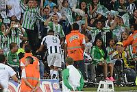 MEDELLÍN -COLOMBIA-03-10-2015. Jefferson Duque (Izq) jugador de Atlético Nacional celebra un gol anotado a Jaguares FC durante partido por la fecha 15 de la Liga Aguila II 2015 jugado en el estadio Atanasio Girardot de la ciudad de Medellín./ Jefferson Duque (L) player of Atletico Nacional  celebrates a goal scored to Jaguares FC during the match for the  date 15 of the Aguila League II 2015 at Atanasio Girardot stadium in Medellin city. Photo: VizzorImage/León Monsalve/STR