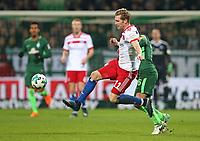 24.02.2018, Football 1. Bundesliga 2017/2018, 24.  match day, SV Werder Bremen - Hamburger SV, Weserstadium Bremen.  Andre Hahn (Hamburg)  -  Thomas Delaney (Werder Bremen)  *** Local Caption *** © pixathlon<br /> <br /> Contact: +49-40-22 63 02 60 , info@pixathlon.de