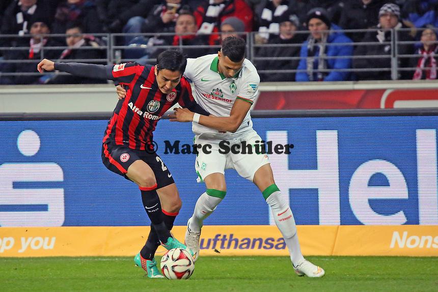 Makoto Hasebe (Eintracht) gegen David Selke (Werder)  - Eintracht Frankfurt vs. SV Werder Bremen, Commerzbank Arena