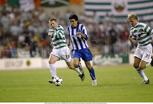 DECO runs with the ball, Celtic 2 v FC PORTO 3 aet. UEFA Cup Final, Estadio Olympico, Seville 030521 Photo: Glyn Kirk/Action Plus<br />