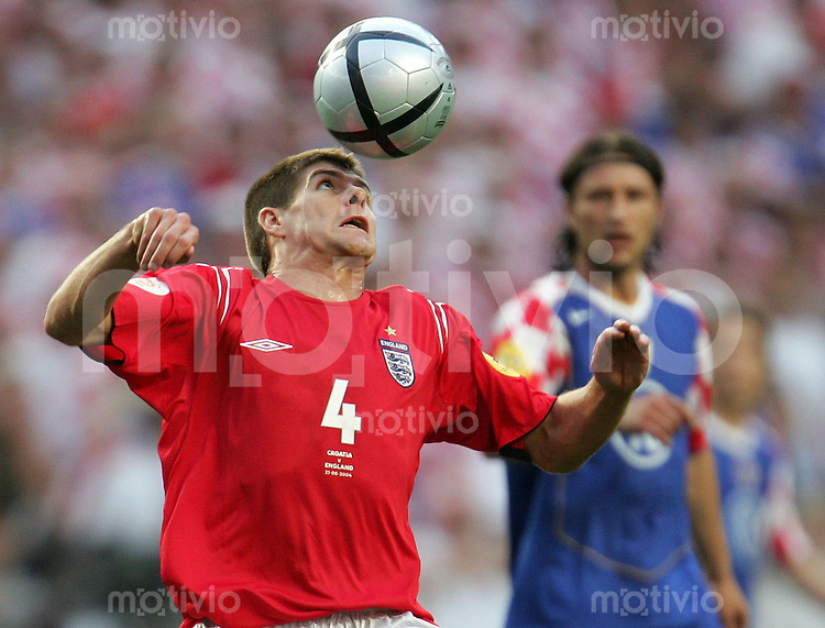 Fussball INTERNATIONAL EURO 2004 Kroatien - England im Stadion da Luz in Lissabon Steven Gerrard (ENG)