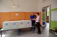 Referendum su centrali nucleari, legittimo impedimento e privatizzazione dell' acqua. Referendum on nuclear power production and water privatization..12-13 giugno 2011...