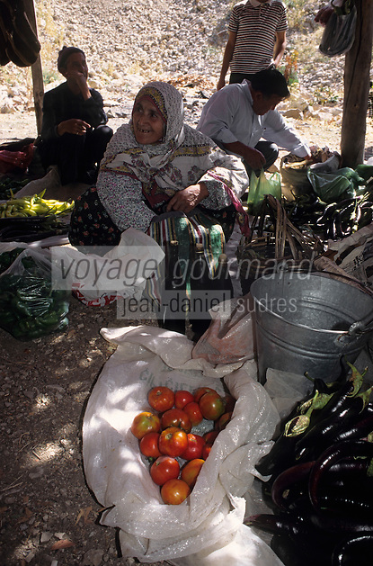 Europe/Turquie/Altinyata : Marché - Marchande de tomates