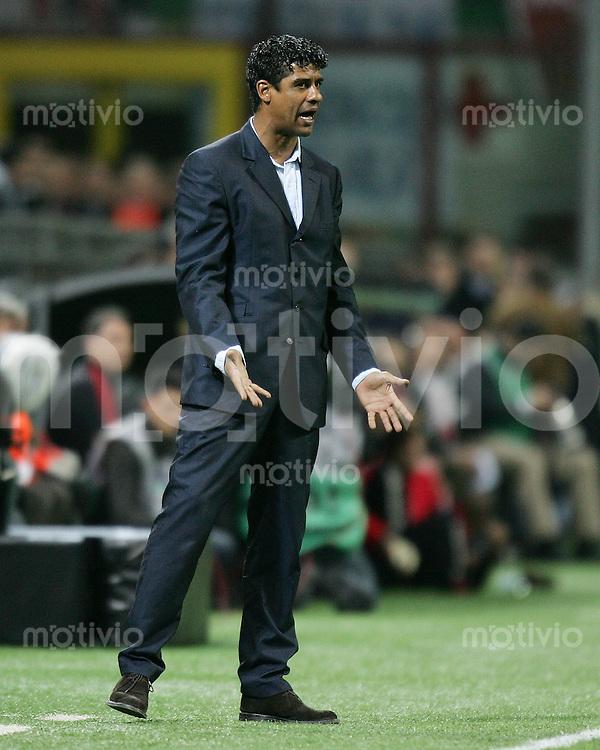 FUSSBALL Champions League 2005/2006 Halbfinal Hinspiel AC Mailand 0-1 FC Barcelona FC B Trainer Frank Rijkaard