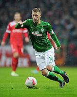 FUSSBALL   1. BUNDESLIGA    SAISON 2012/2013    12. Spieltag   SV Werder Bremen - Fortuna Duesseldorf               18.11.2012 Aaron Hunt (SV Werder Bremen) Einzelaktion am Ball