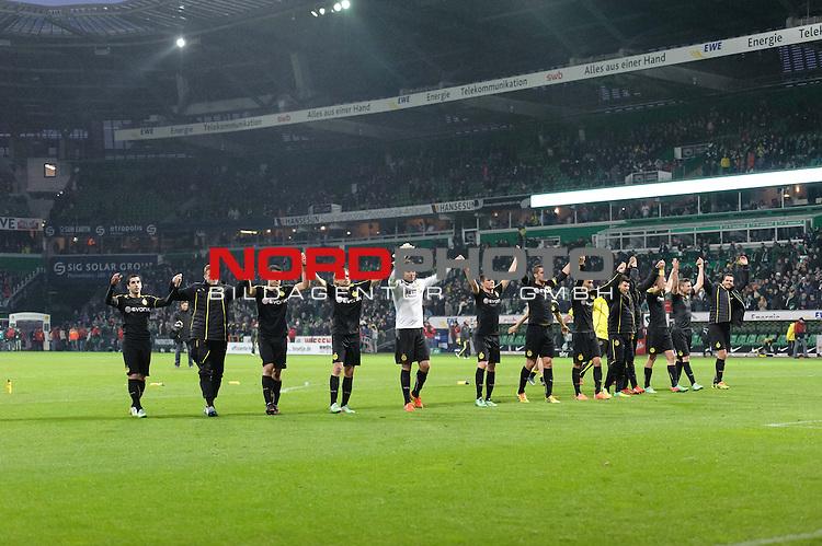 08.02.2014, Weserstadion, Bremen, GER, 1.FBL, Werder Bremen vs Borussia Dortmund, im Bild Die Dortmunder bedanken sich bei den Fans<br /> <br /> Foto &copy; nordphoto / Frisch