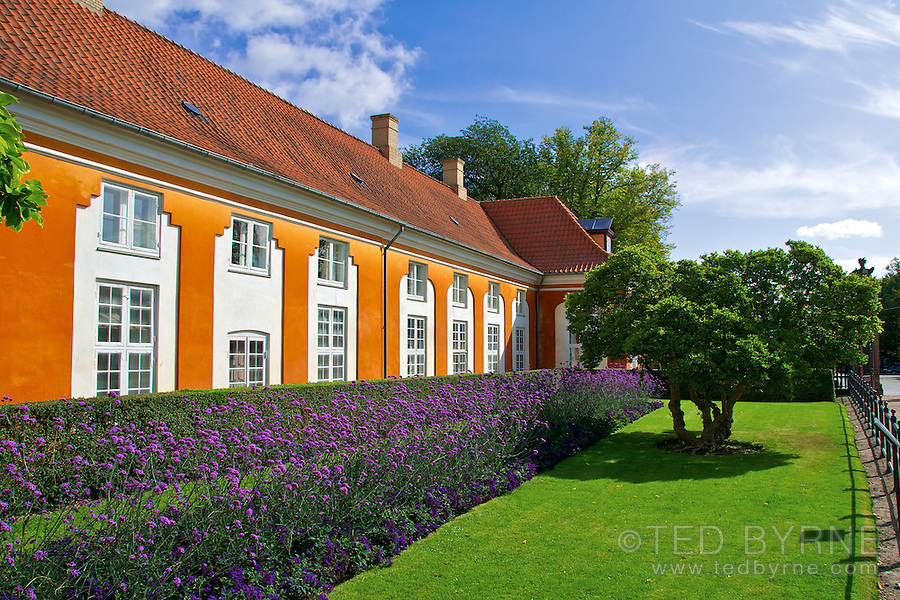 House at Frederiksberg Park Entrance