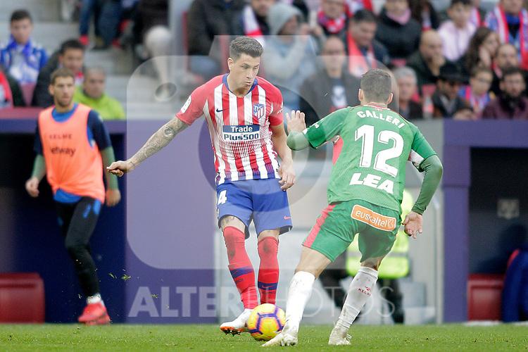 Club Atletico de Madrid's Jose Maria Jimenez and Futbol Club Deportivo Alaves' Jonathan Calleri (R) during La Liga match. December,8,2018. (ALTERPHOTOS/Alconada)