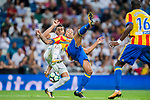 Ruben Miguel Nunes Vezo (r) of Valencia CF fights for the ball with Carlos Henrique Casemiro of Real Madrid during their La Liga 2017-18 match between Real Madrid and Valencia CF at the Estadio Santiago Bernabeu on 27 August 2017 in Madrid, Spain. Photo by Diego Gonzalez / Power Sport Images