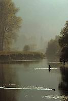 Europe/France/Franche-Comté/25/Doubs/Besançon: Pêcheur sur les bords du Doubs