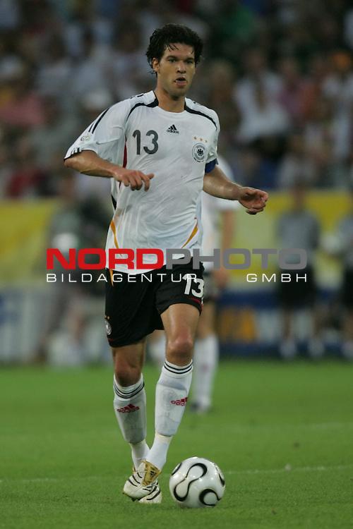FIFA WM 2006 -  Semi Finals / Halbfinale<br /> Play    #61 (04-Juli) - Deutschland - Italien 0:2 n.V.<br /> <br /> Michael Ballack von Deutschland in Einzel Aktion.<br /> Michael Ballack treibt den Ball nach vorne.<br /> <br /> Foto &copy; nordphoto