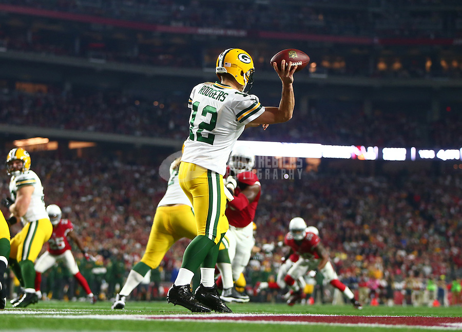 Jan 16, 2016; Glendale, AZ, USA; Green Bay Packers quarterback Aaron Rodgers (12) against the Arizona Cardinals in the first quarter of a NFC Divisional round playoff game at University of Phoenix Stadium. Mandatory Credit: Mark J. Rebilas-USA TODAY Sports